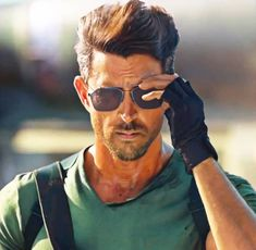Movie Photo, Bollywood Celebrities, Actor Photo, Poses For Men, How To Look Classy, Actors, Bollywood Actors, Photography Poses For Men, Hrithik Roshan Hairstyle