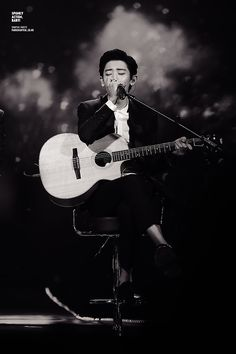 chanyeol with his guitar is completely awesome <3