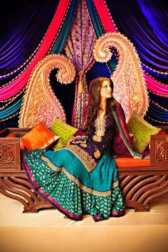 Dare to be different on your mehndi night - go for lots of rich colours - everywhere! We LOVE this!