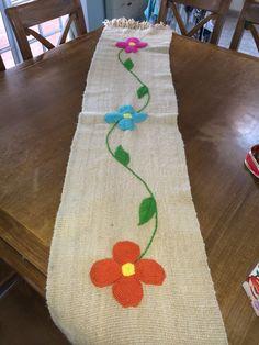 Camino de mesa bordado a mano Basic Embroidery Stitches, Embroidery Works, Cross Stitch Embroidery, Hand Embroidery, Embroidery Designs, Knitting Projects, Crochet Projects, Bordado Floral, Mexican Embroidery