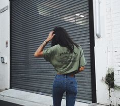 T-shirt: green indie summer casual top olive green skinny jeans oversized graphic tee Street Style Outfits, Casual Outfits, Summer Outfits, Cute Outfits, Simple Outfits, Fast Fashion, Look Fashion, Street Fashion, Fashion Check