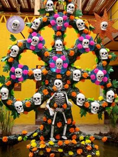#dayofthedead: Mexican muerte folk art, brilliant!
