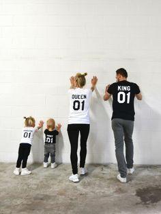 König Königin Prinz Prinzessin 01 Vater Mutter Tochter Sohn passenden Hemden, König und Königin Hemden, UNISEX  ◆ ◆ ◆ ◆ ◆ ◆ ◆ ◆ ◆ ◆ ◆ ◆ ◆ ◆ ◆  ► IST DER PREIS PRO SHIRT. ► Nummern auf den Trikots können auf Anfrage ANGEPASST werden! Nur fügen Sie sie bitte im Anhang Ihrer Bestellung. ► ist der Aufdruck auf der RÜCKSEITE des T-shirts (auf der Vorderseite auf Anfrage) ► Dimensionierung für alle Modelle ist UNISEX.  ◆ ◆ ◆ ◆ ◆ ◆ ◆ ◆ ◆ ◆ ◆ ◆ ◆ ◆ ◆  ► BITTE überprüfen Sie die GRÖßE UND…