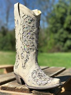 These White Glitter Inlay with Crystals Boot by Corral are handcrafted with Brides in mind! With a gorgeous inlay with crystals this boot is perfect for the glam country girl on her special day! Cheap Cowgirl Boots, Sexy Cowgirl, Western Boots, Cowboy Boots, Country Boots, Ankle Boots, Shoe Boots, White Glitter, Green Glitter