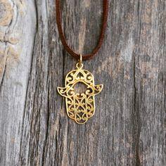 Hasma gold pendant