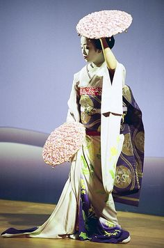 "Makiko performing the dance ""Hanagasa"" at Higashiyama Hanatouro, an event held in March every year in Kyoto. Japan 2007. S)"