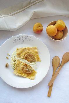 Ravioli de pasta fresca elaborada en casa, relleno de albaricoque y foie.
