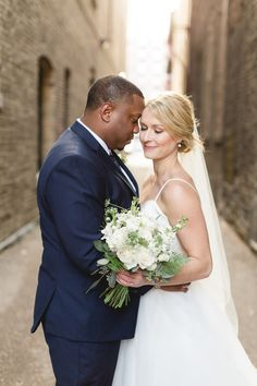 Romantic wedding photo - bride and groom picture idea | Subtle Elegance And Bright Colors For A City Chic Wedding - Photography: Rochelle Louise #bride #groom #bridetobe #weddings #weddingphotography #weddingphoto #bridal #love #weddinginspiration #weddingideas #photooftheday