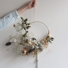 Using all dried bits and bobs which we have collected over the year for this wreath. Ilex, teasel, hydrangeas, old man's beard, dried poppy seed heads from the cutting garden and honesty. trockenblumen Our Flowers Flower Head Wreaths, Dried Flower Wreaths, Dried Flower Bouquet, Dried Flowers, Christmas 2018 Trends, Christmas Wreaths, Christmas Decorations, Design Floral, Diy Wreath