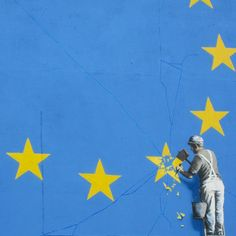 Banksy Brexit mural of man chipping away at EU flag appears in Dover Banksy Brexit mural. A Brexit-inspired mural by Banksy showing a metalworker chipping away at a star on the EU flag has appeared in Dover. Banksy Graffiti, Street Art Banksy, Banksy Artwork, Bansky, Nam June Paik, Political Art, Political Events, Gcse Art, Mural Art