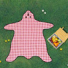 top3 by design - Suck UK - Bear skin picnic blanket