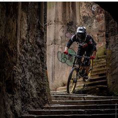 @emiliano81 ✌️ . #MTB #urban #Downhill
