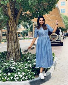 25 char u haljine Bash za osjetljivu tebe - Ženska moda Kurta Designs Women, Salwar Designs, Kurti Designs Party Wear, Long Gown Dress, Frock Dress, Jeans Frock, Maxi Outfits, Work Outfits, Dress Neck Designs