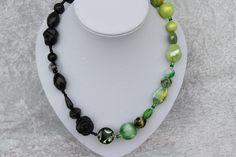Ketten kurz - Kette grün schwarz Perlen Rose Schmuck  - ein Designerstück von trixies-zauberhafte-Welten bei DaWanda