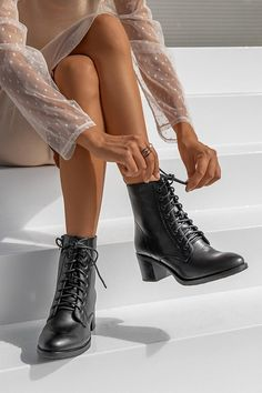Winter Shoes, Winter Wear, Lace Up Boots, Black Boots, Stylish Outfits, Fashion Outfits, Fasion, Shoe Boots, Shoe Bag