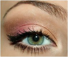 11. Gold Rose & Brown Eye Makeup: