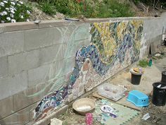 mosaic cinder block wall - Maybe for a small portion of the wall Pebble Mosaic, Mosaic Glass, Mosaic Tiles, Stained Glass, Tiling, Mosaic Garden Art, Mosaic Wall Art, Mosaic Mirrors, Mosaic Crafts