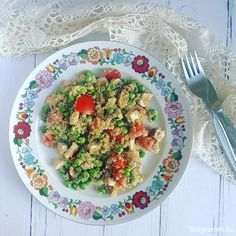 Mentás-zöldborsós, csirkés quinoasaláta az ebédem. 🍴  #iretrend… Pcos, Diet, Chicken, Instagram Posts, Banting, Diets, Per Diem, Cubs, Food