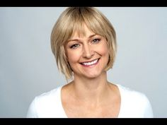 Portrait Of A Smiling Middle Aged Caucasian Woman Stock Photo Beige Blonde, Short Blonde, Girl Short Hair, Hair Girls, Short Shag Hairstyles, Latest Hairstyles, Girl Hairstyles, Choppy Haircuts, Meg Ryan