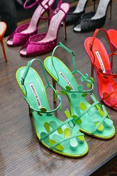 Orange Shoes for Summer - Manolo Blahnik Shoes 2014 - Pretty Designs Dr Shoes, Green Shoes, Sock Shoes, Me Too Shoes, Shoe Boots, Shoes Sandals, Pretty Shoes, Beautiful Shoes, Cute Shoes
