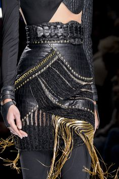 Balmain, Fall 2017 - Must-See Details From the Fall 2017 Paris Collections - Photos
