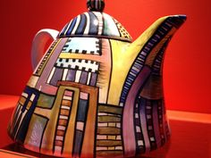 Tetera de cerámica. Claudia Schnaider. www.teacampaign.ca  Source: see below.