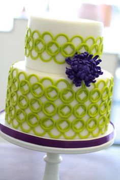 @KatieSheaDesign ♡❤ #Cake ❥ LOVE the green circle work and vibrant purple spider mum on this cake!