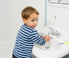S-a făcut recent un studiu pe 2.000 de oameni cu privire la modalităţile pentru care aceştia optează atunci când vine vorba de igiena mâinilor. Adică ce fel de săpunuri folosesc (solide, lichide, tip gel, tip cremă, antibacteriene etc.) dar şi cum aleg să-şi usuce mâinile după spălare, opţiune valabilă atât …</p>