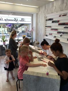 The Beauty Bar Switzerland- we ship worldwide Nail Saloon, Spa Design, Nail Studio, Salon Ideas, Nail Spa, Mani Pedi, Spa Day, My Dream, Glamour