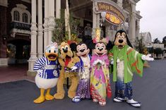 Travelling Guide to Tokyo Disneyland in Japan - http://stunningvacationtips.com/travelling-guide-to-tokyo-disneyland-in-japan/