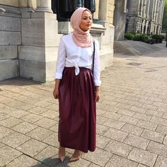 Yes, I am getting married in like two weeks so my life is super hectic right now lol. BUT I have uploaded a skincare video on how I prepare my skin for my wedding up on my channel! Direct link in bio For more wedding video's, let me know! Outfit deets : Scarf @sadoqmuslimahfashionwear, skirt @bymerci and heels @louboutinworld ❤️
