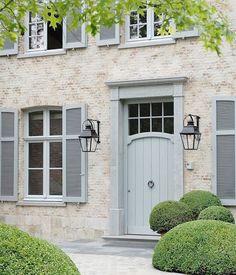 57 Ideas front door colors with tan house ideas exterior paint Grey Front Doors, Front Door Entrance, Front Door Colors, House Shutter Colors, Garden Entrance, House Front Door, Entry Doors, Exterior House Colors, Exterior Doors