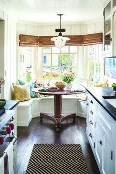 Next Previous Breakfast nook: nice thought for maximizing the house in a small cottage kitchen whereas accenting the bay window. – Seashore Home Adorning Concepts – Houzz Laguna Seashore California Cottage Decor Next Previous Small Cottage Kitchen, Kitchen Nook, Kitchen Decor, Narrow Kitchen, Kitchen Dining, Kitchen Ideas, Kitchen Seating, Small Dining, Eat In Kitchen