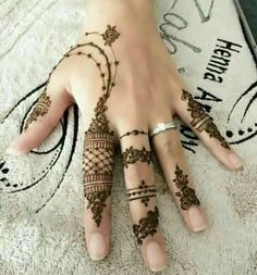 In this article you will find best simple arabic mehndi design for eid for decorating hands, arms and feet with arabic henna designs and eid mehndi designs. Plus find video tutorial about how to apply mehndi designs for eid. Henna Hand Designs, Eid Mehndi Designs, Mehndi Designs Finger, Modern Mehndi Designs, Mehndi Designs For Fingers, Beautiful Mehndi Design, Latest Mehndi Designs, Henna Tattoo Designs, Hand Mehndi