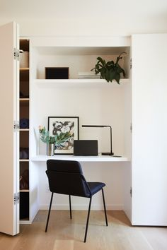 This Spec House Was Designed So Well, the Owner Moved In Designer Jesse DeSanti shares her tips on transforming a Technicolor home into a serene retreat Office Nook, Home Office Space, Home Office Design, House Design, Guest Bedroom Home Office, Home Office Closet, Guest Bedrooms, Master Bedroom, Alcove Desk