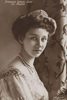 Princess Viktoria Luise of Prussia, and youngest child and only daughter of Empress Augusta Viktoria and Kaiser Wilhelm II of Germany. She wed Prince Ernst Augustus, Duke of Brunswick and Prince of Hanover Vintage Photographs, Vintage Photos, German Royal Family, Otto Von Bismarck, Germany And Prussia, Queen Sophia, European History, Asian History, Tudor History