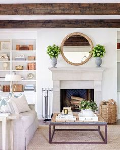 This serene living room by @sarahbartholomewdesign is so elegant and classic…