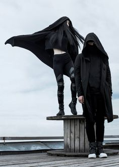 Low waisted leggings, cropped hoodie and black sport shoes Dark Fashion, Gothic Fashion, Mens Fashion, Fashion Outfits, Goth Ninja, Mode Sombre, Mode Punk, Paperbag Hose, Apocalyptic Fashion