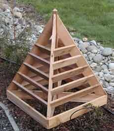 Homemade Strawberry Planter Tree Project    http://thehomesteadsurvival.com/homemade-strawberry-planter-tree-project/#.UQNb1Wc72Sk