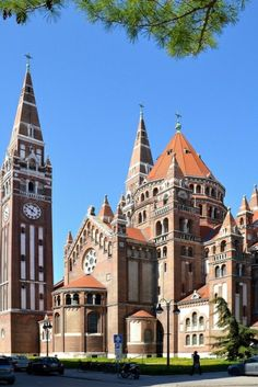 Szeged: information, sites et l'histoire Timisoara Romania, Destinations, Sites Touristiques, Hungary Travel, Budapest Hungary, European Travel, Big Ben, Travel Inspiration, Places To Visit