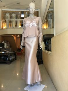 ชุดไปงานแต่ง ชุดผู้ใหญ่ ชุดแม่เจ้าสาว Kebaya Hijab, Kebaya Muslim, Kebaya Modern Dress, Dress Brokat Modern, Hijab Dress Party, Dress Pesta, Muslim Dress, Batik Dress, Mode Hijab