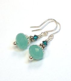 Items op Etsy die op Earrings - Green Crystal Sterling Silver lijken