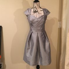 💜SALE💜 Alfred Sung silver/gray dress Worn once as a bridesmaid dress. It is a size 8. It is from Bella Bridesmaids. It also has pockets. Alfred Sung Dresses Midi