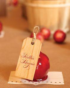candy apple place card setting for a festive fall party by Tara Guérard Soirée #wedding #fallwedding