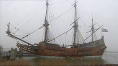 3 Kinderen nemen een kijkje op een echt piratenschip. Ze gaan op zoek naar het kanon. Als ze dat gevonden hebben, gaan ze het schip schoonschrobben.