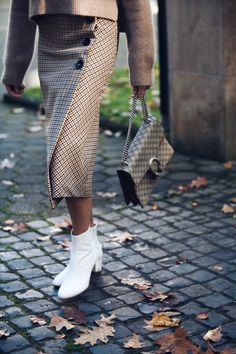 Zara skirt and white booties... #skirt #checked #whiteboots #styles #trends #guccibag #denisebuschkuehle #personalshopper #fashionblogger #stylist #fashionpost #trends