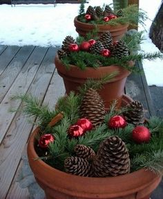 A Whole Bunch Of Christmas Porch Decorating Ideas - Christmas Decorating - Christmas,Christmas Ideas,Christmas Time,Holiday Ideas, Noel Christmas, Country Christmas, Homemade Christmas, Christmas Projects, All Things Christmas, Winter Christmas, Holiday Crafts, Winter Porch, Simple Christmas