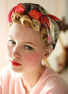 Pin up girl vintage hair ❤️ Turbans, Maquillage Pin Up, Mode Rockabilly, Rockabilly Fashion, Pin Up Hair, Vintage Makeup, Retro Makeup, 1940s Makeup, Pin Curls