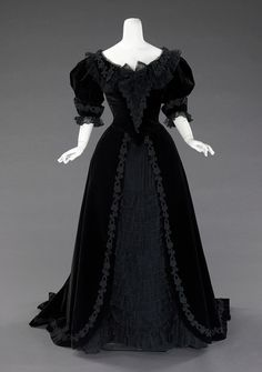 1900 dress. Mamma has one of these that father bought her.