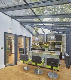 35 Fabulous Conservatory Kitchen Design Ideas That You Definitely Like - It is astonishing how much the design of kitchens has changed in recent years. Traditionally kitchens were one of the largest rooms in the house. Conservatory Dining Room, Conservatory Design, Glass Dining Room Table, Glass Room, Lean To Conservatory, Extension Veranda, House Extension Design, Glass Extension, Diy Kitchen Decor